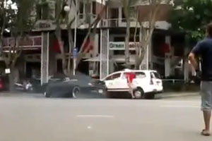 BMW M6 Smashes Into Taxi