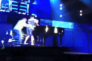 Justin Bieber Gets Attacked On Stage