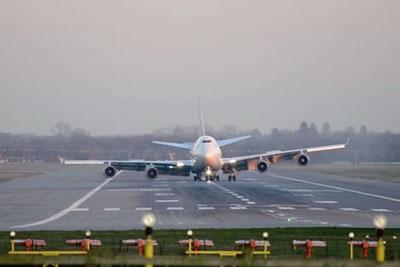 Virgin Atlantic Boeing 747 Emergency Landing on Gatwick Airport, London