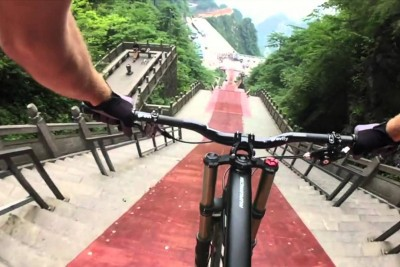 This Is How To Descend 999 Steps In 30 Seconds With Mountain Bike