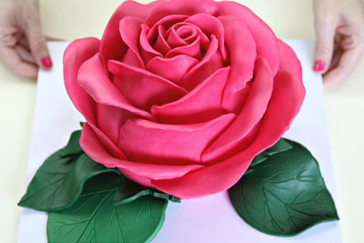 Stunning Rose Cake Looks Too Good To Eat, Until You See The Inside
