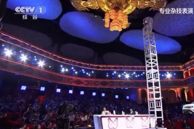Man In Vietnamese Talent Show Shocks Everyone With His Dangerous Outstanding Performance