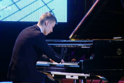 This Piano Prodigy Was Born With No Fingers And He Can Play Piano Way Better Than Most Of Us