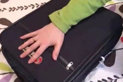 She Packs 2 Weeks Of Clothes In 1 Small Bag - With A Sneaky Method That Is Absolute Genius