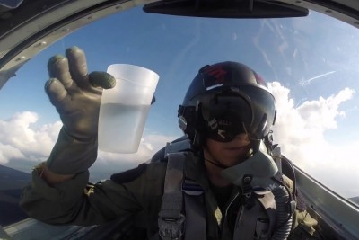 Jet Pilot Shows Us Why He Loves Physics Using A Cup Of Water