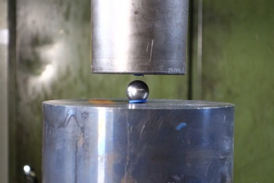 Crushing The Mighty Bearing Ball With Hydraulic Press Is Not A Good Idea