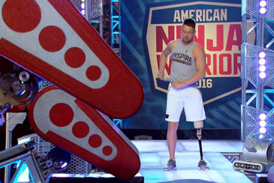 One-Legged Contestant Leaves Audience Cheering After This Move On American Ninja Warrior 2016