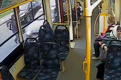 18-Year-Old Russian Driver Kills 14-Year-Old Boy Running Towards Bus