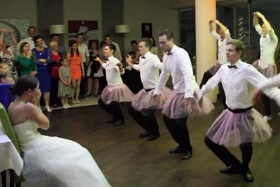 Groomsmen Epic Wedding Dance Made Bride Laughing In Tears