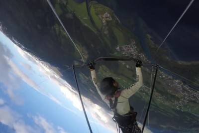 World Champion's Hang Glider Collapses In Mid-Air