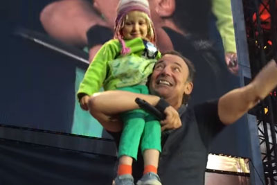 Bruce Springsteen Invited This 4-Year-Old Girl To Join Him On Stage - This Is Totally Priceless