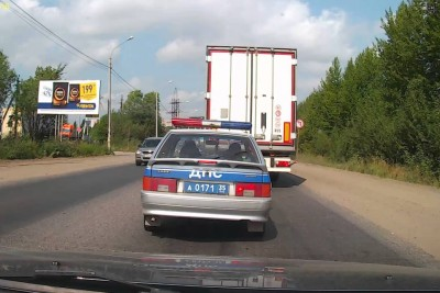 Instant Karma For Russian Driver Overtaking Traffic Jam Outside The Road