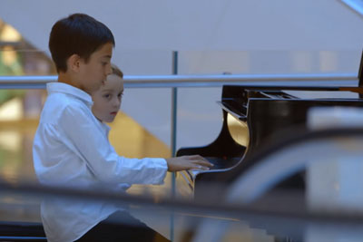 Boy Sits Next To A Piano In Shopping Mall, Then Something Unexpected Happens