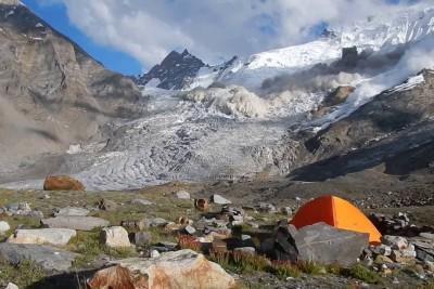 Avalanche In Zanskar Mountains In India Captured On Camera