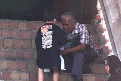Kid Was Selling Cookies But Everyone Ignored Him - This Happened When He Met A Poor Blind Man