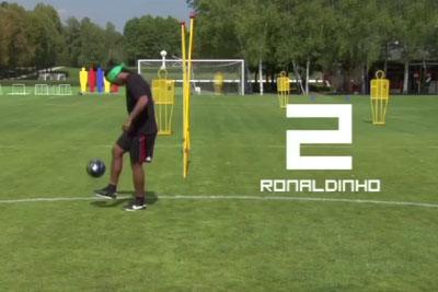 Footballers Get Blindfolded, Then Ronaldinho Fools Them All