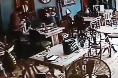 Samsung Galaxy Note 7 Exploding In Restaurant Caught On CCTV Video