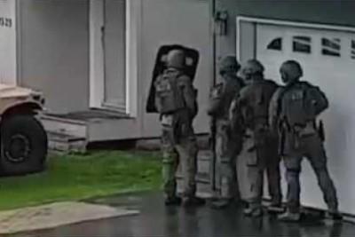 FBI Alaska SWAT Team Fails To Break Into The House