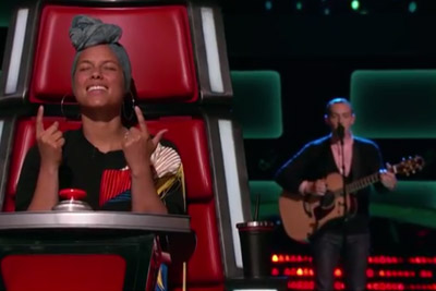 "The Voice Contestant Aaron Gibson Gives Judges Goosebumps While Singing ""Losing My Religion"""