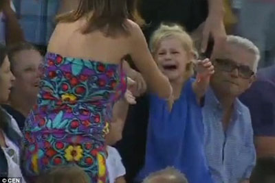 Lost Little Girl Can't Find Mommy, So Tennis Player Rafael Nadal Stops The Entire Match