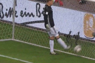 Maneul Neuer Tries A Trick On The Match Against Czech Republic, Fails Hard