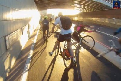 Cyclist Overtakes Guy On Narrow Cycle Superhighway, Crashes Hard Into Another Cyclist