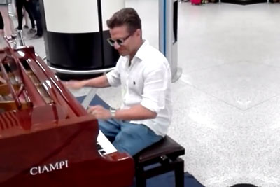 One Of The Best Piano Players In Modern Times Finds A Piano At An Airport
