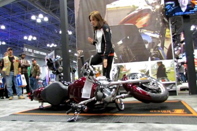 Woman Shows Us How To Lift A Fallen Harley-Davidson Motorcycle
