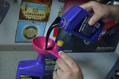The Correct Way To Pour Engine Oil From A Bottle