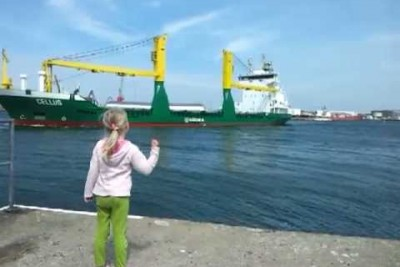 Girl Gets Giant Ship To Honk And Isn't Ready For The Volume