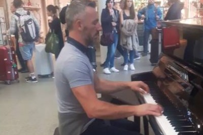 Guy Sits Next To A Public Piano To Play 'Pirates Of The Caribbean' And 'Game Of Thrones' Mashup