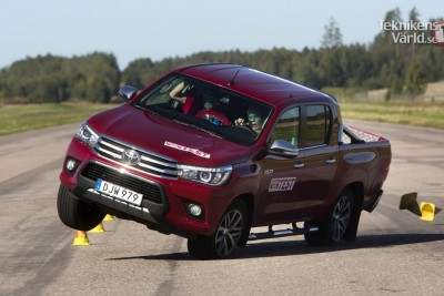9 Years Later The New Toyota Hilux 2016 Fails Moose Test Again