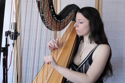 Girl Plays Toto's 'Africa' On A Harp And Nails It