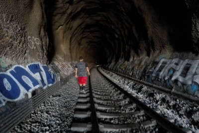 When Subway Surfers Enter The Tunnel, They Didn't Know There Is A Train Coming