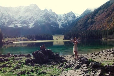 Husband And Wife Cover Ed Sheeran's 'Thinking Out Loud' Right Next To The Beauty Of Nature