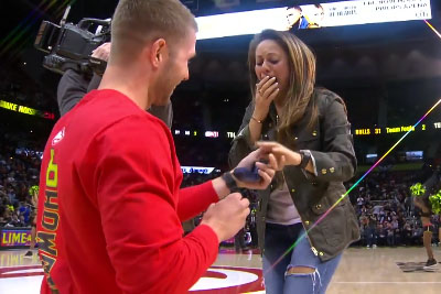 Hawks Fan Proposes To Blindfolded Girlfriend On Court At Game
