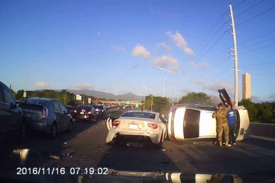 Multi-Car Accident On Hawaii Freeway Captured On Dashcam