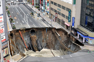 Timelapse Of Japanese Workers Sealing Up A 100-Foot Sinkhole In 48 Hours