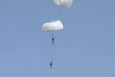 Army Parachuter Saving His Friend Mid-Air After Parachutes Tangle Together