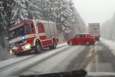 Old Driver's Stupid Maneuver On Snowy Road Makes Fire Truck Crashing
