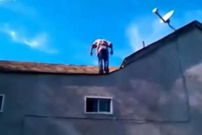 Crackhead Does Back-Flip Off Of 2 Story House For 1 Dollar