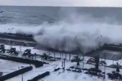 Spectacular Video Of Immense Waves Crashing Over Embankment To Flood Sochi District
