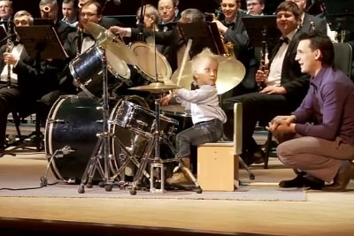 Toddler Steals The Show With Playing Drums On The Concert