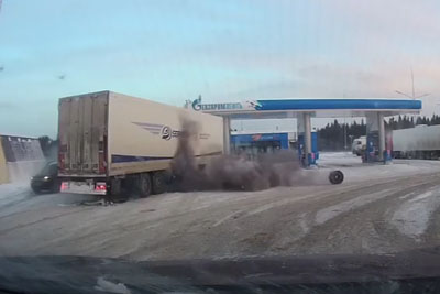 Huge Tire Explosion Of A Truck Captured On Dashcam