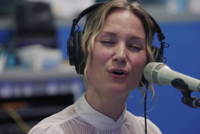 Jennifer Nettles' Mashup Of 'Hallelujah' And 'O Holy Night' Is Sending Chills Down Everyone's Spine