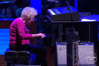 Josh Turner's Grandma-In-Law Plays 'How Great Thou Art' At Grand Ole Opry