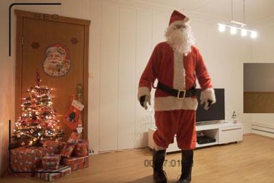 Dad Pranks His Daughter Claiming That He Recorded Santa Claus