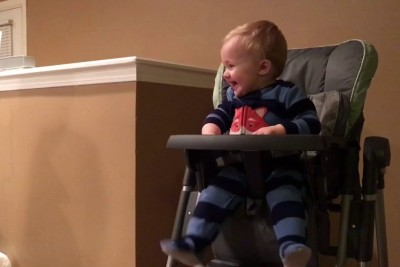 This Toddler Laughts Everytime His Parents Change The Trash Bag