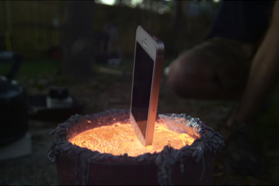 Dropping An iPhone Into Molten Aluminum Is Undeniably Beautiful
