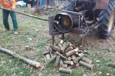 This Homemade Wood Cutting Machine Is Simple But Brilliant
